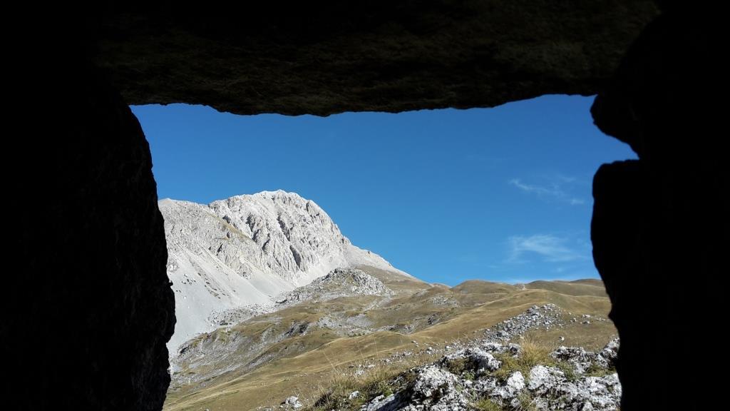 B Una finestra dall'Alta Val Maone
