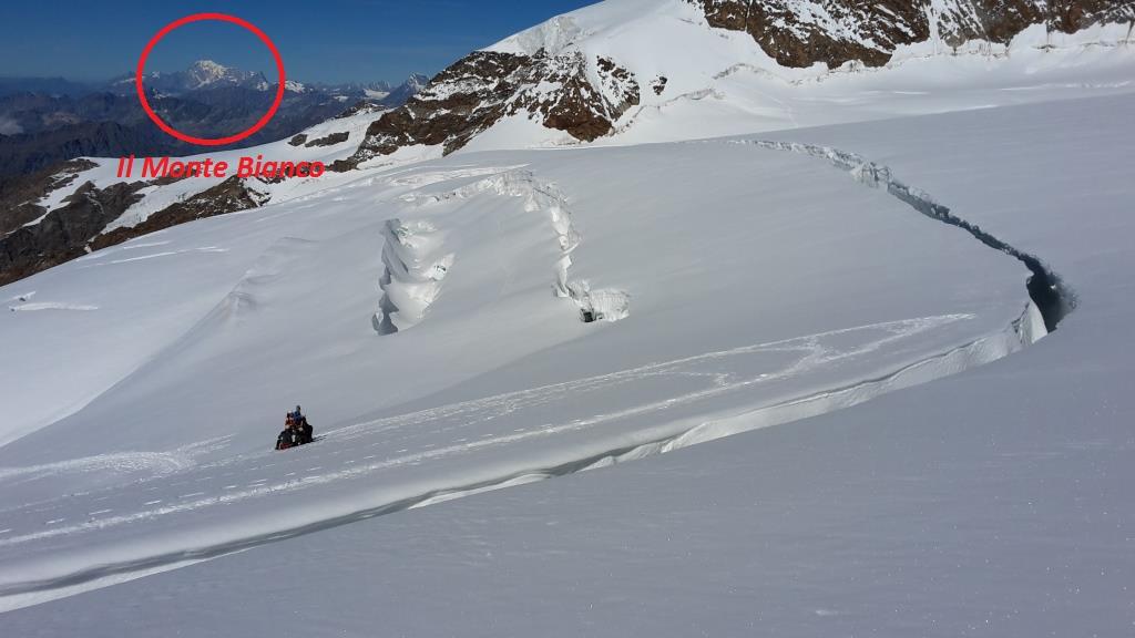 ZD I grandi crepacci con sullo sfondo il Monte Bianco