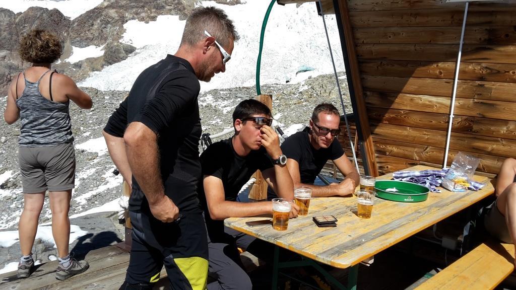 Zm La birra al Rifugio Mantova con la 'zacocchia' di turno