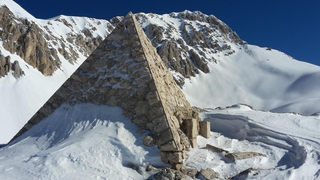 E La piramide e l'Occidentale
