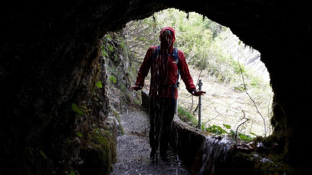 N L'ingresso alla caverna