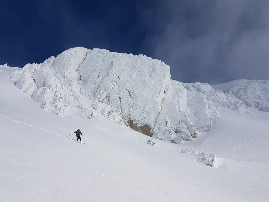 H Scialpinismo sotto la palestra di roccia di Monte Aquila