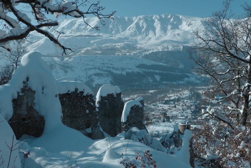 S L'abitato di San Panfilo d'Ocre visto dalle rovine del castello omonimo