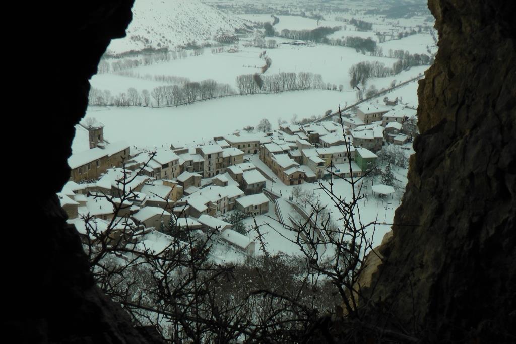 Za La grotta della Ciciuvetta e l'abitato di Fossa