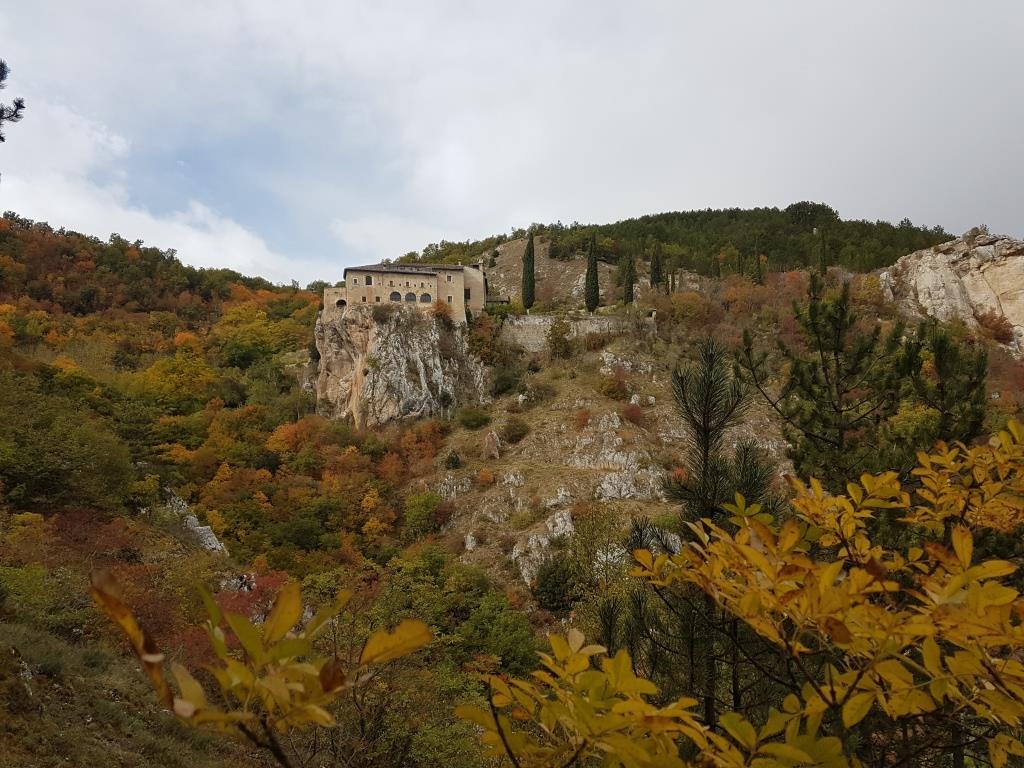 b Il monastero di Sant'Angelo d'Ocre