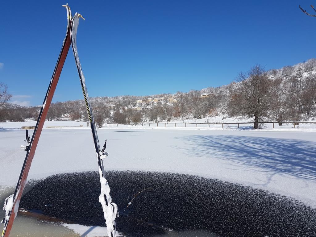I Le Pagliare di Fontecchio e il lago