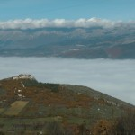 H Il Gruppo del Gran Sasso e le rovine del Castello d'Ocre, ante sisma 2009