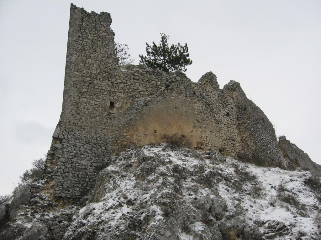 B Il bastione Est ante sisma 2009
