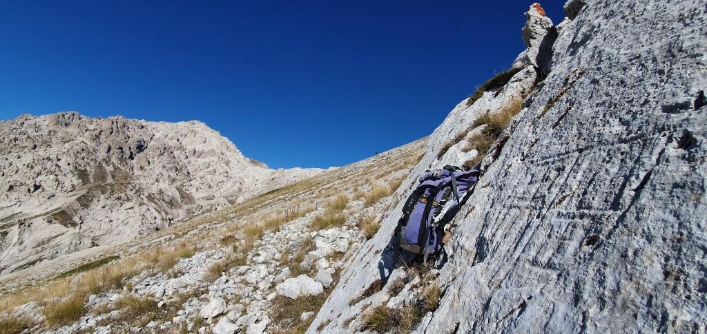 E Il III Stemma Aragonese, sullo sfondo il monte Prena