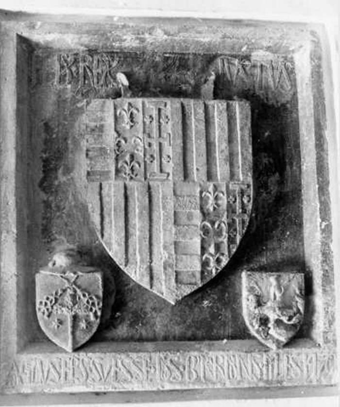 f E' molto simile allo stemma di Aragona conservato nel palazzo Geraldini di Amelia. Ferdinando, detto Ferdinando il Cattolico, è stato re di Sicilia dal 1468 al 1516.
