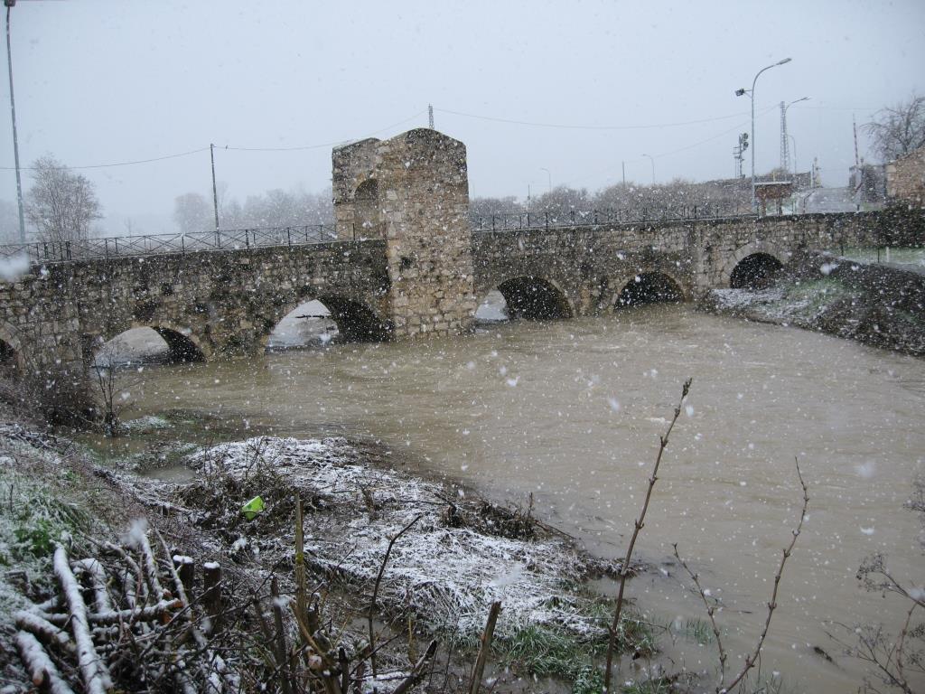 Il Ponte Romano nell'alluvione del 2012